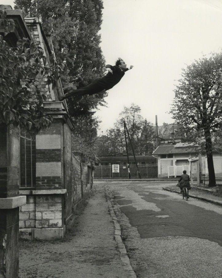 Yves Klein Saut dans le Vide 1960.jpg